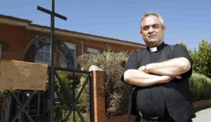 Padre Torres Homossexual Homofobia