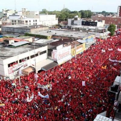 Faltando 8 dias para a eleição, passeata em Monagas, Venezuela, demonstra forte apoio popula à reeleição de Chávez. Foto: divulgação