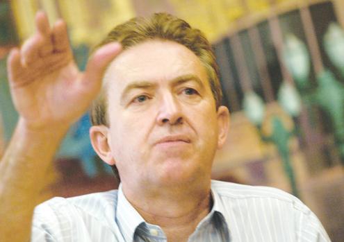 Luciano Ducci, prefeito de Curitiba, exterminou o blog do Tarso. Sua equipe de advogados pediu na justiça multa de mais de R$ 200 mil contra blogueiro. (divulgação)