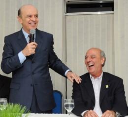 """Antes de escândalo, Arruda era o nome mais cotado a vice de José Serra nas eleições presidenciais de 2012. Slogan: """"vote num careca e leve dois"""""""