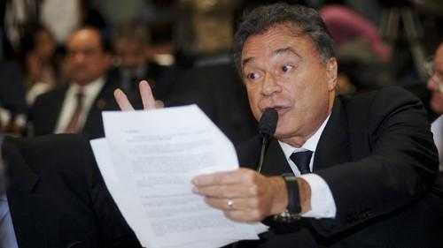 Álvaro Dias, líder do PSDB no Senado, é um dos parlamentares mais ávidos ao defender que não se abra investigação contra a revista Veja por envolvimento com o bicheiro Carlos Cachoeira. Do que ele tem medo? (Foto: Agência Senado)