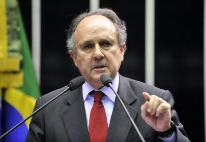 cristovam buarque senador petróleo educação