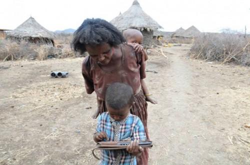 crianca-africa-tablet