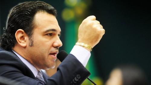 UN EVANGÉLICO ACUSADO DE HOMÓFOBO SIEMBRA POLÉMICAS EN EL CONGRESO BRASILEÑO