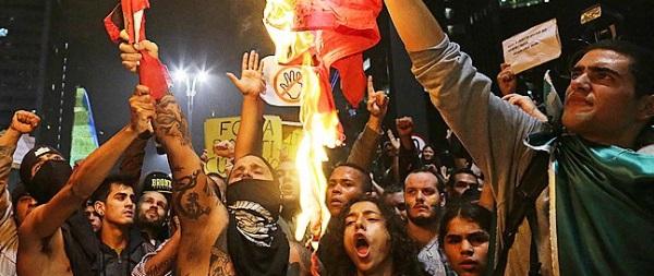 manifestantes atacam partidos queimam bandeiras