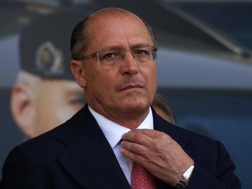 Alckmin entrega 50 veículos para a Rota