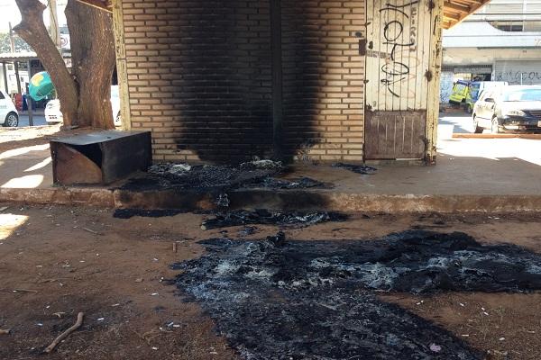 fogo morador de rua brasília