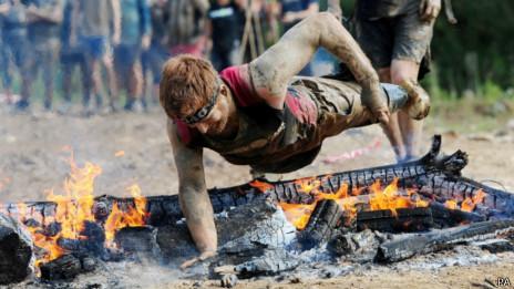 soldado sem pernas corrida obstáculos