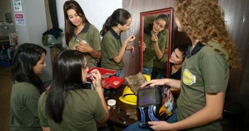 fábrica mulheres