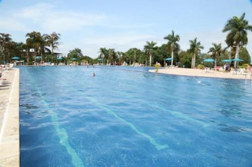 banho piscina babá jockey club