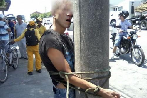 homem amarrado poste santa catarina