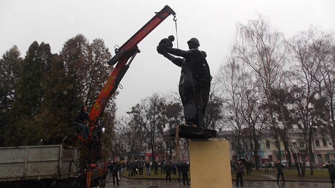 monumento soldados nazismo ucrânia