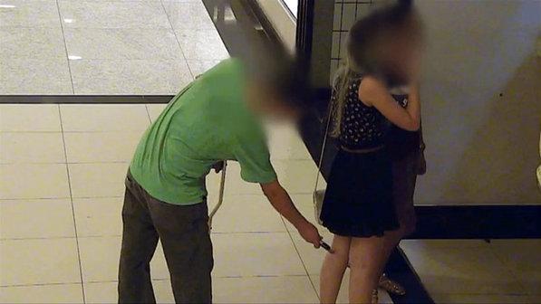 homem preso fotografando mulheres