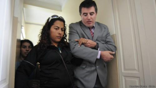 argentina cega apanha marido