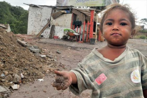 criança pobre miséria