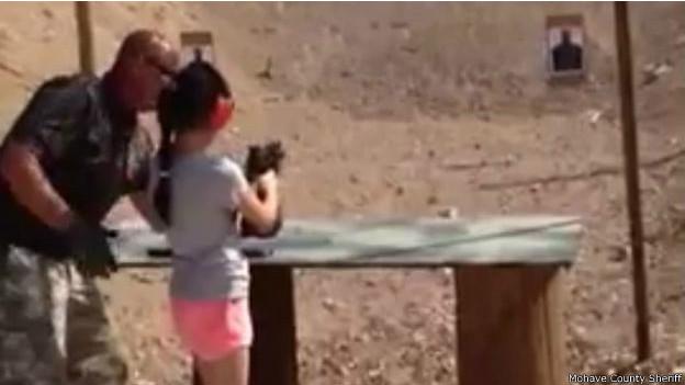 menina mata instrutor tiro eua