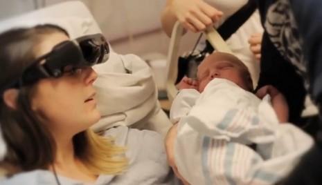 mae-cega-filho-recem-nascido