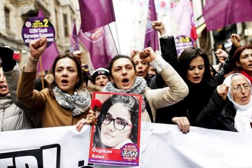 mulheres estupro estuprador protesto turquia