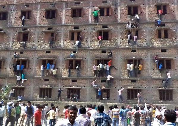 pais muro escola índia filhos prova
