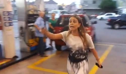 mulher posto gasolina caxias sul