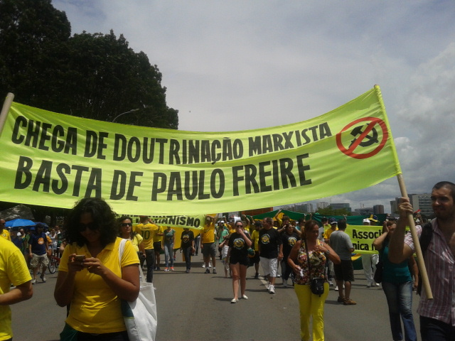paulo freire impeachment cartaz protesto