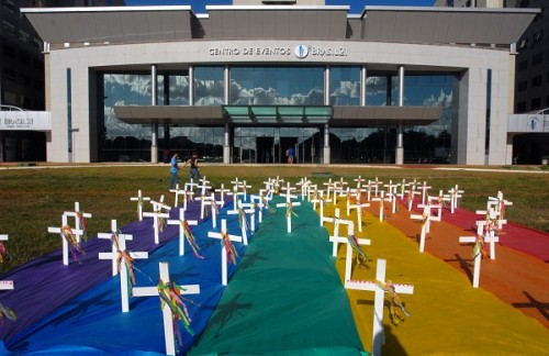 homofobia protesto gays