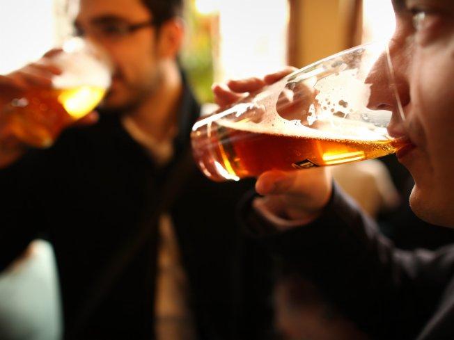álcool bebida bebem brasileiros cerveja