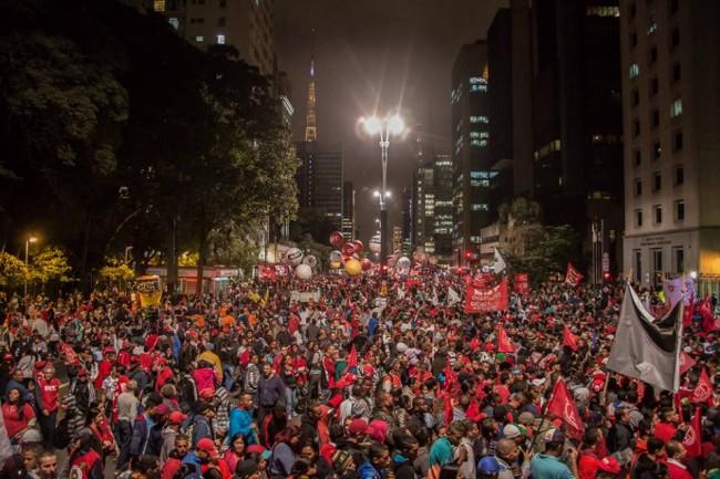 manifestantes impeachment dilma