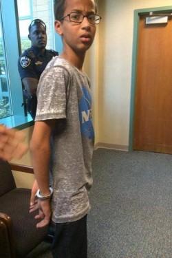 Ahmed Mohamed foi algemado na escola