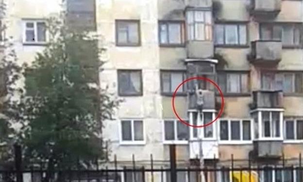 virgindade jovem prédio Rússia