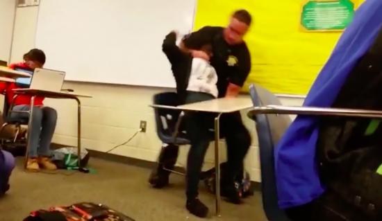 racismo aluna negra EUA policial