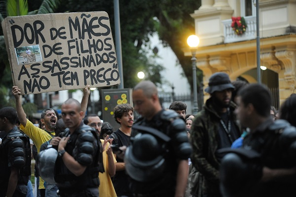 jovens assassinados PM Rio de Janeiro