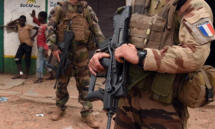 Soldados europeus estupro crianças África