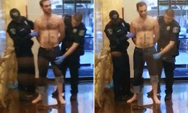policial arma pênis