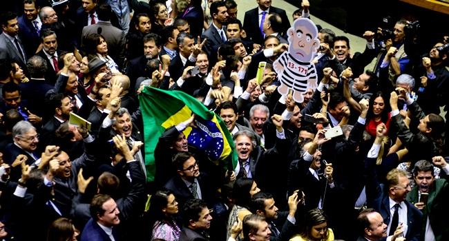 crise política brasil dividido hipocrisia refletir pensamentos