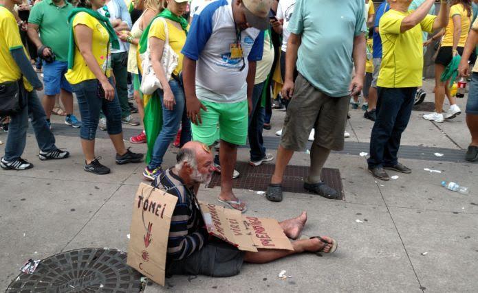 mendigo avenida paulista protesto