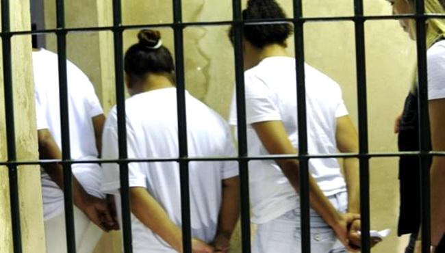 sentença justiça prisão feminina mulher