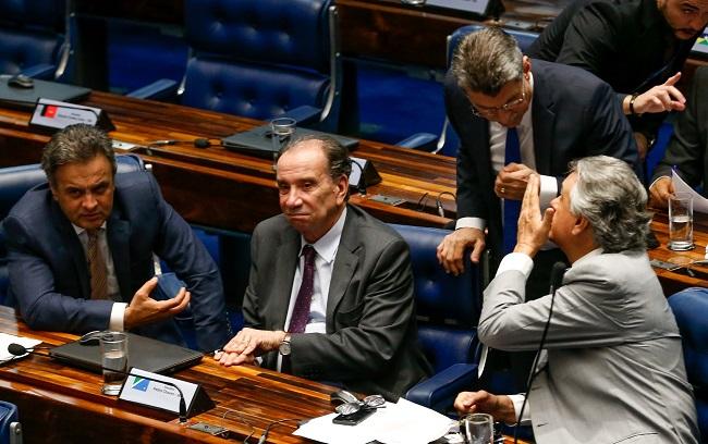 Senadores Aécio Neves (PSDB), Aloysio Nunes (PSDB), Ronaldo Caiado (DEM)  se unem para impedir que Renan Calheiros, Romero Jucá e José Sarney sejam presos: