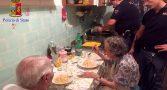 policiais-italianos-cozinham-velhinhos-tristeza