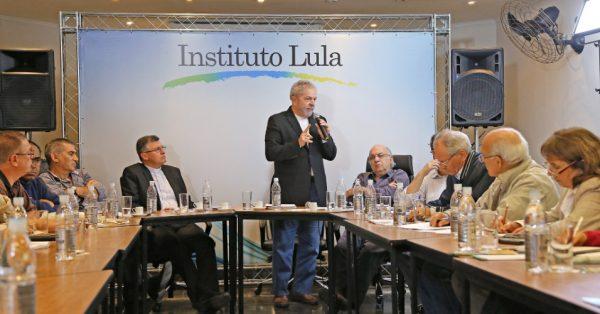 instituto Lula funcionária xinga agredida restaurante