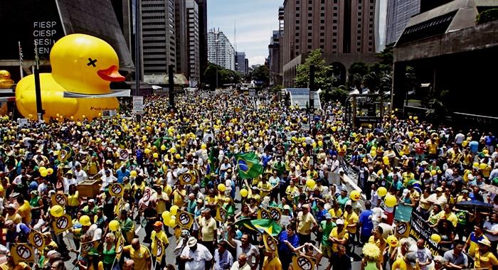 multidões manifestação corrupção cbf ódio
