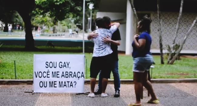 jovem experimento gay abraça mata uberlândia
