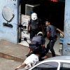 video-policiais-espancam-adolescente-bebe