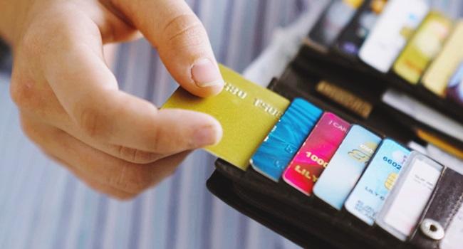 radical silenciosa privatização dinheiro vivo cartão de crédito