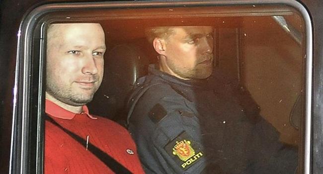 Terrorista norueguês cristão de direita doido solitário ocidente