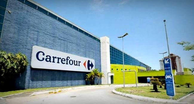 Carrefour obriga funcionária roupa