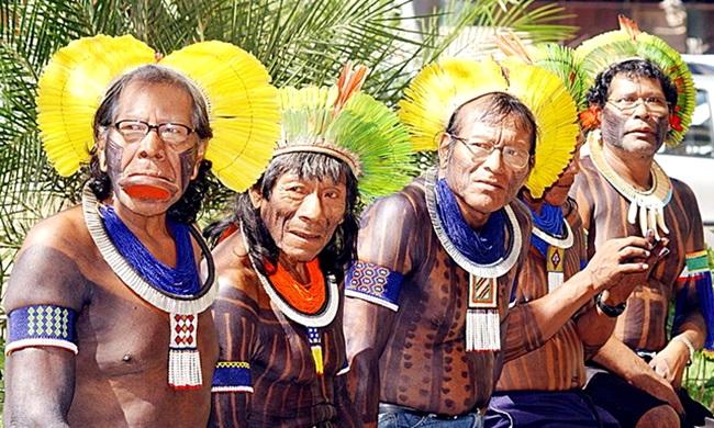 índios bravos tupiniquins