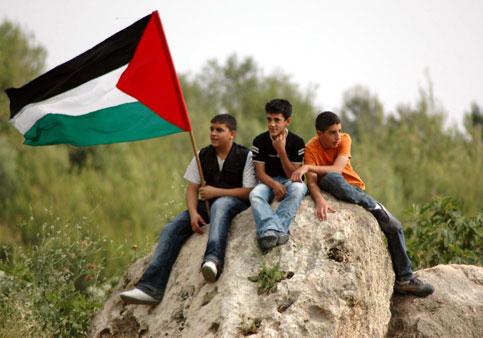 crianças palestinas