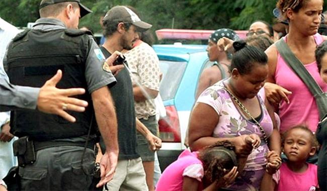 Inadmissível Policial covarde atacou menina com spray promovido Rio de Janeiro