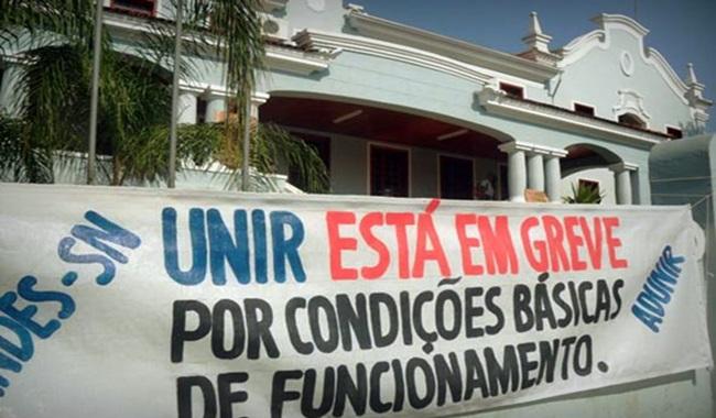 Policiais abusam do poder agridem professor universitário crise Rondônia